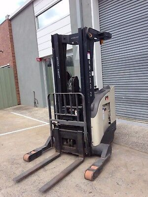Crown RR5210-35 Fork Lift, 2004. with Charger