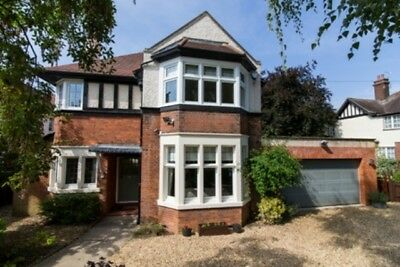 Beautiful 4 Bed Detached Family Home 45 Mins Rail Central London/ 10 Mins To A1