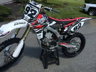 2012 Yamaha YZ  2012 yz450f low hrs. Super clean (No Reserve !!! ).
