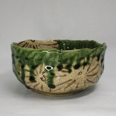 H515: Japanese OLD ORIBE pottery bowl with appropriate work and good atmosphere
