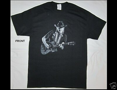WILLIE NELSON and FAMILY Size Medium Black T-Shirt