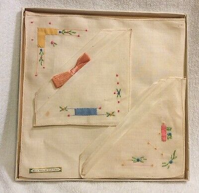 Vintage Hand Embroidered Ladies Handkerchief Set (3)