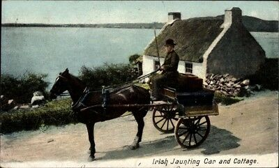 Ak Irland, Irish Jaunting Car and Cottage, Pferdekutsche - 1823821