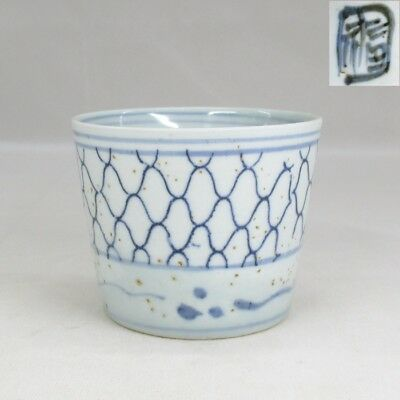 H579 Japanese old IMARI blue-and-white porcelain cup SOBA-CHOKO with mesh design