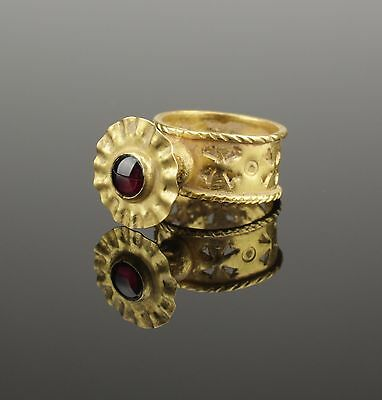 Ancient Byzantine Gold & Garnet Ring - Circa 6Th/8Th C Ad
