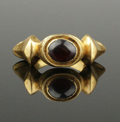SUBSTANTIAL ANCIENT ROMAN GOLD & GARNET RING - CIRCA 2nd CENTURY AD