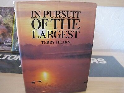 In Pursuit of the Largest by Terry Hearn (Hardback)