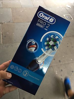 Oral-B PRO 2 2000N Electric Rechargeable Toothbrush - Brand New RRP £79.99
