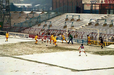 Huddersfield Town: playing at old Leeds Road stadium in 1982 - 6x4 postcard