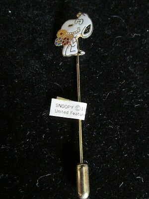 Aviva Cloisonne Snoopy Holding Bouquet And Smiling Stick Pin New, Mint!