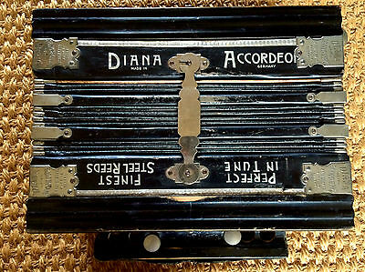 Diana Working Vintage Antique Accordeon Accordion