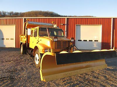 2001 INTERNATIONAL 4700 Snowplow & Spreader Trucks