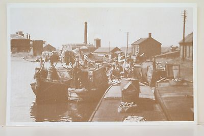 Ellesmere Port Canal. Thos Clayton Boats Reproduction postcard