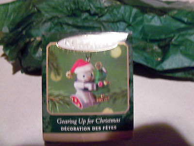 2001 Hallmark Keepsake Miniature Ornament Gearing Up for Christmas  Die-Cast Met