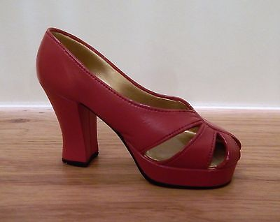 Just The Right Shoe by Raine - Ravishing Red - 25001- collectable shoes