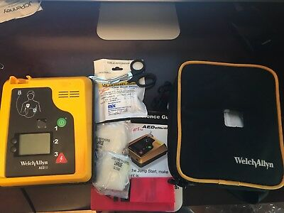 Welch Allyn AED 10 with Carry Case and Guides