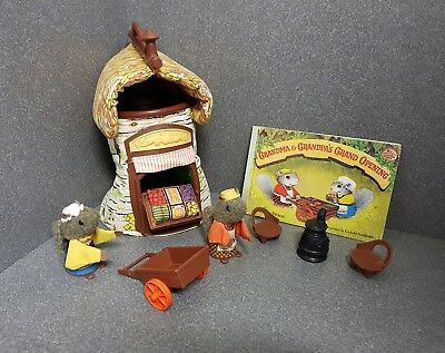 Vintage 1980 Fisher Price Woodsey Squirrel Finger Puppets Soft Tree House + Book