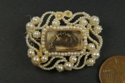ANTIQUE GEORGIAN PERIOD GOLD SEED PEARL & HAIR LOCKET MOURNING BROOCH c1830