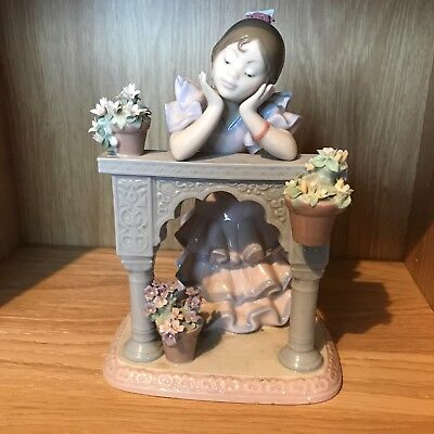 Girl Figurine. Hand Made In Spain By LLadro.   Daisa 1997.