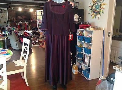 Women's NEW Long Formal Dress Size 16 Purple JS Collection