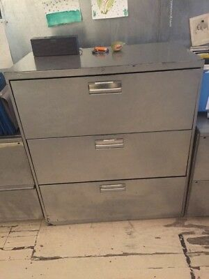 metal filing cabinet/3 ample drawers