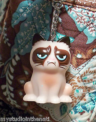 "(1) GRUMPY CAT KEYCHAIN 1 3/4"" 3D Plastic KITTY FUN by GANZ Novelty Fashion NEW"