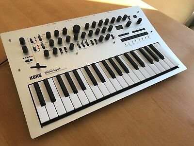 Korg Minilogue, like new, 4 voice analog synthesizer, Filter wie ARP, top!!!!!