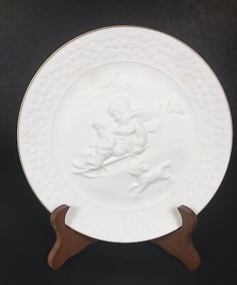 "Vintage 1985 Avon ""A Child's Christmas"" Collectible Plate Trimmed in Gold"