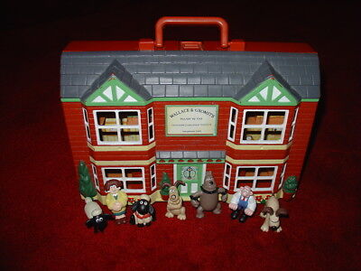 Wallace & Gromit Wash N Go Playhouse Carry Case And 7 Figures