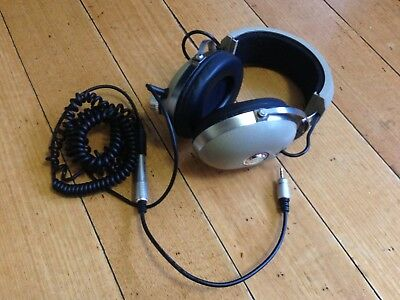 Koss PRO4AA Over the Head Cable Headphones With mini jack adapter MINT Condition