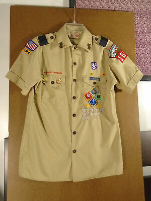 Men Boy Scouts Short Sleeve Buttoned Uniform Shirt Small, with Patches & Pins
