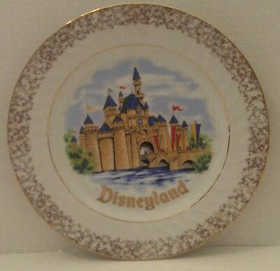 DISNEYLAND SLEEPING BEAUTY CASTLE Collector PLATE Walt Disney Productions JAPAN