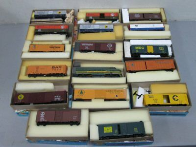 Athearn Blue Box Assorted Diesel Locomotive & Freight Cars (17)