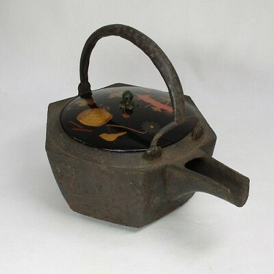 A158: Real old Japanese iron kettle for SAKE called CHOSHI with very good work