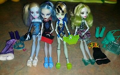 Monster high dolls x4 bulk with clothing and some accessories