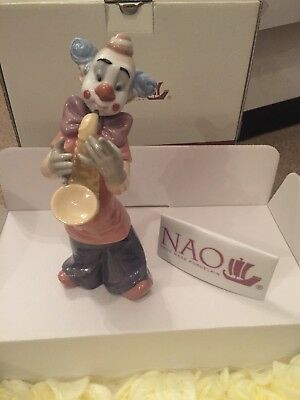 Nao By lladro clown name that tune. New boxed