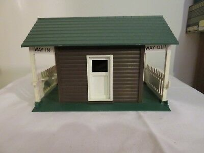 Scalextric Vintage Entrance Shed Way in Way out Turnstile