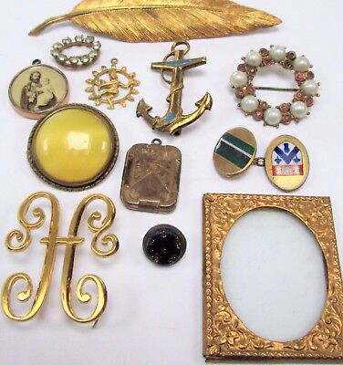 Collection antique/vintage gold metal brooches + pendants + locket + 5