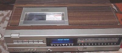 Vtg Sanyo VCR 4000 Beta Max (Betamax) Player Recorder with tapes. Tested & Works