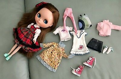 Urban Cowgirl Blythe doll with 11 piece of clothing & 2 pairs of shoes ellowyne