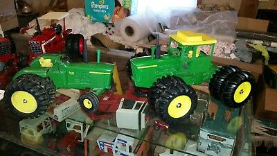 John Deere 7520 and 5020 toy