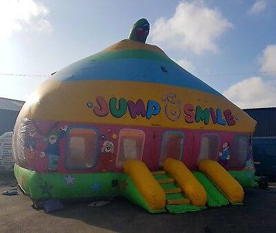 Jump and Smile inflatable bouncy castle 25ft x 25ft
