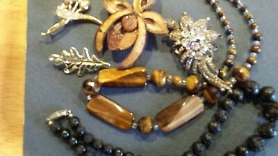 Job lot of vintage jewellery 4 brooches and two necklaces