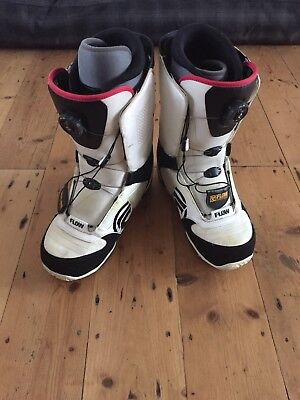 Snowboarding Men's FLOW Boots White Trimmed With Black Size 11UK. EUR45.5