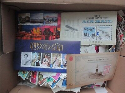 ESTATE: Australia  Accumulation 1000's of stamps noted Mini Sheets Recent (2835)