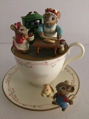 Vintage 1991 Enesco M Gilmore Musical Teacup Mouse Mice Family Kitchen Music Box