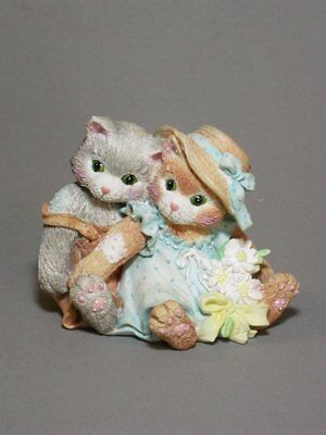 FRIENDSHIP IS A WARM CLOSE FEELING Calico Kittens Figurine NEW Never Displayed!