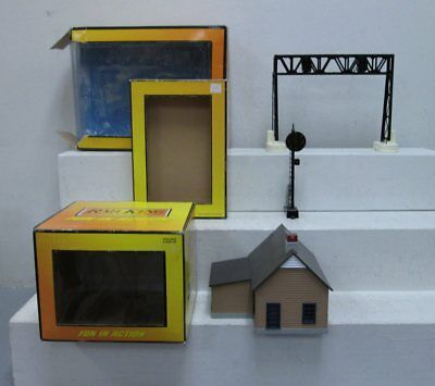 MTH O Scale Building & Layout Accessories (3) EX/Box