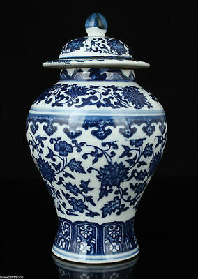 China Collectible Old Handwork Painting Blue And White Porcelain Delicate Jar