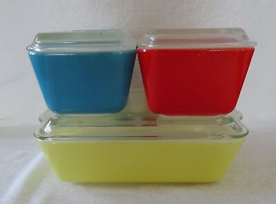Lot 4 Vintage PYREX Glass Refrigerator Dishes with lids blue yellow red